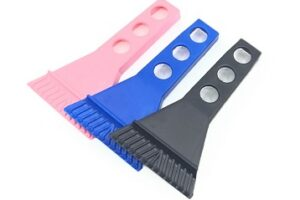 Easy grip handle and robust blade cuts through snow and ice